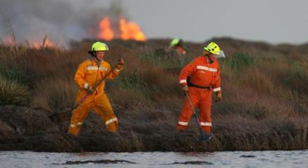 Firefighters battle the New Zealand blaze