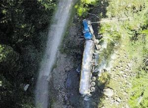 A toppled over tanker lies next to Lemon Creek. Image courtesy of www.vancouversun.com